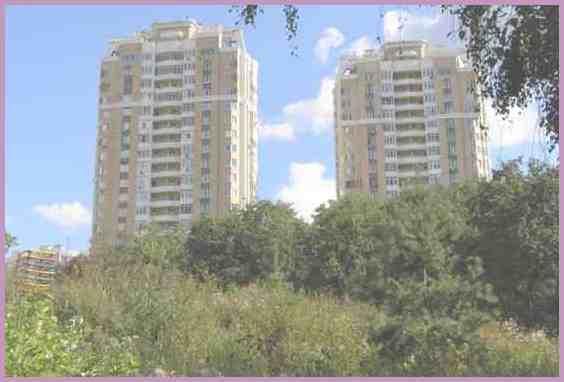 Район Куркино. Высотные дома вблизи парка